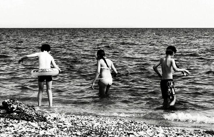 Three young explorers.  #bwgram #blackwhitephotography #blackandwhite #bw_photography #bnwofinstagram #bw_greece #bw_crew #bw_captures #bnw_life #bnw_just #bnw_rose #gf_greece #team_greece #greece #greek_shots #life_greece #ig_greece #summer2016 #bw_summer #elite_shotz #monochrome #negroyblanco #wu_greece #wu #ig_europe #beachlife #seaside #mobile #mobilephotography #lensculture