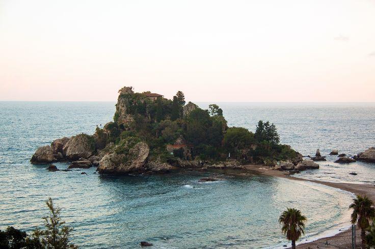 Vista invernale di Isola Bella. #frankmanga per Villla Almoezia a Taormina, Sicily #villaalmoezia: Charming b&b
