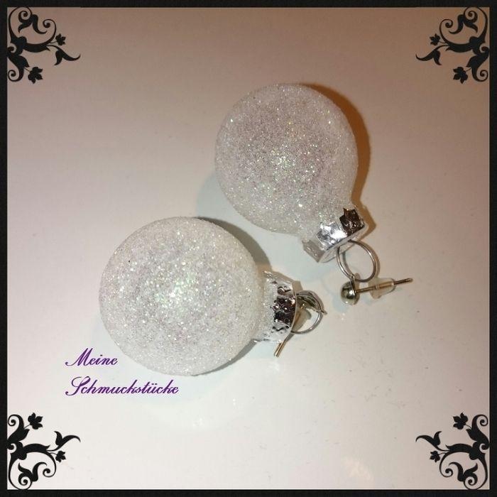 weihnachtliche Ohrringe, glitzernde Weihnachtskugel- Schneeball