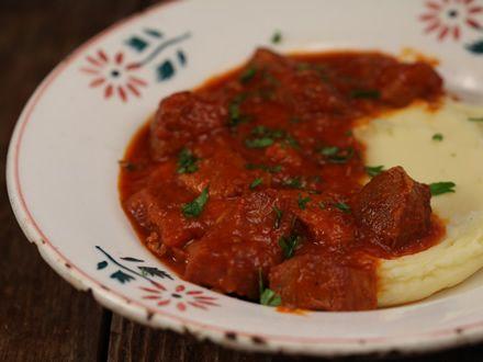Carne de porc cu usturoi si rosii