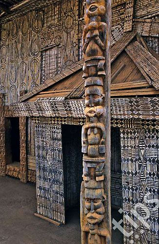 Africa | Details of the facade from the Palace in Bandjoun, Cameroon | ©Photononstop