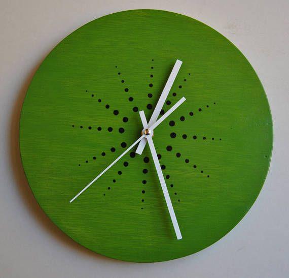 Pintado a mano. Reloj de pared de Kiwi. Madera contrachapada.