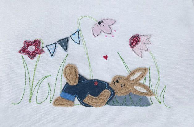 Stickmuster - Stickdatei Doodle Hase auf Wiese 13x18 Blumen Hase - ein Designerstück von Stickherz bei DaWanda