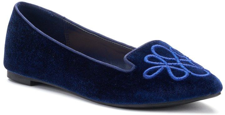 LC Lauren Conrad Calla Women's Pointed Loafers      Choose LC Lauren Conrad for a polished professional look. These women's loafers highlight a sleek pointed-toe style complete with whimsical embroidery.Shoe Features Embroidered forefoot Piped collar trim Shoe. Affiliate