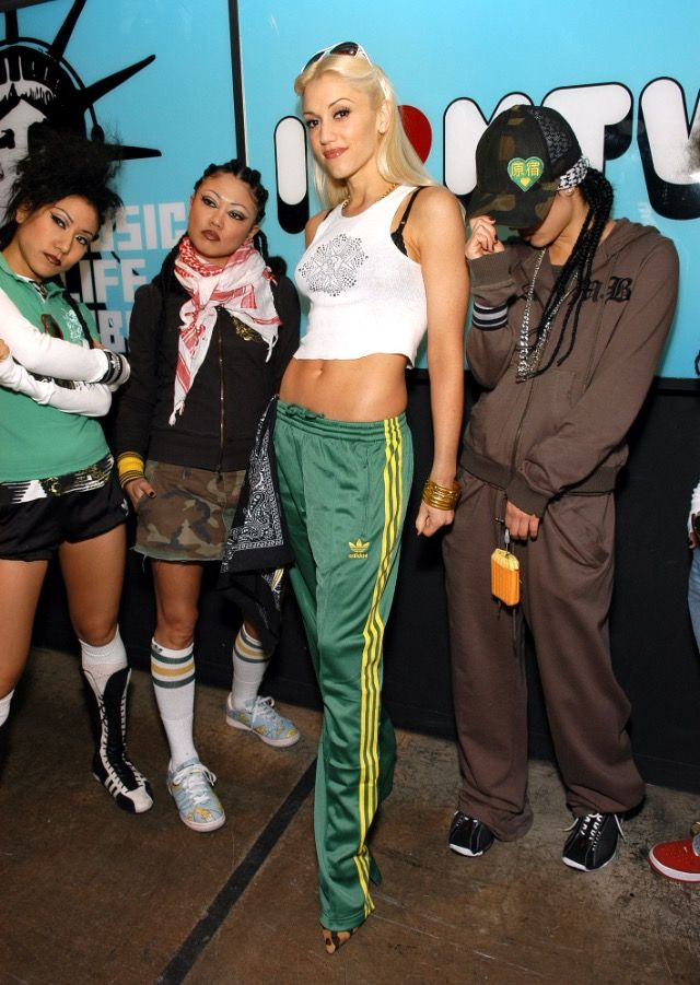 GWEN STEFANI - 90S FASHION - ADIDAS POPPERS