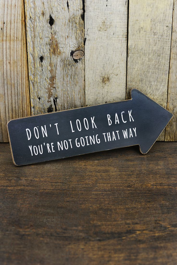 Dont Look Back Arrow Sign 13.5in