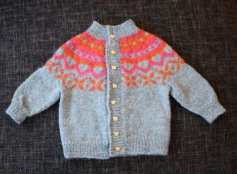 http://www.pickles.no/topp-til-t-sett-i-alpaca/ handmade alpaca knit
