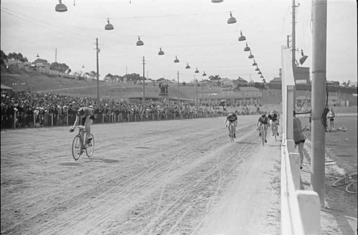 128433PD: Cycle racing at the Patriotic Show at Gloucester Park, 9 October 1940 http://encore.slwa.wa.gov.au/iii/encore/record/C__Rb3348218?lang=eng