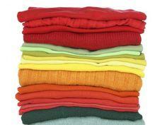 Aprenda os principais métodos e veja dicas para tingir as roupas e renovar o seu armário.
