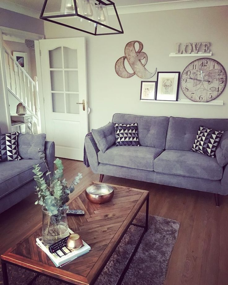 We took a sneak peek into Mel's #mydfs living room where she has styled the French Connection Zinc to monochrome perfection. Explore inspiring interiors direct from your homes.