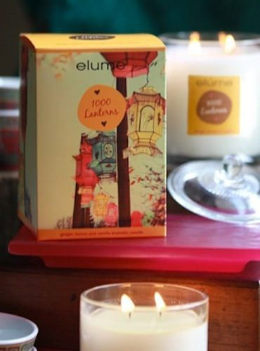 Elume A Moment in Time Candle – 1000 Lanterns. Ginger, lemon & vanilla aromatic candle    Brightly hued lanterns sway softly in a breeze that carries an invigorating aroma of ginger and lemon. Walking on, leaves rustle and a hint of vanilla wafts by, soothing the soul.