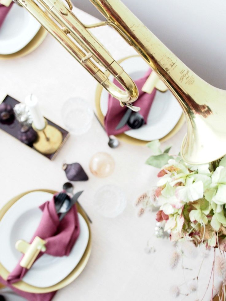 DIY Christmas Table Setting made Memory-Making! Get styling secrets on how to create an effortless holiday table with a BIG impact and strong story.