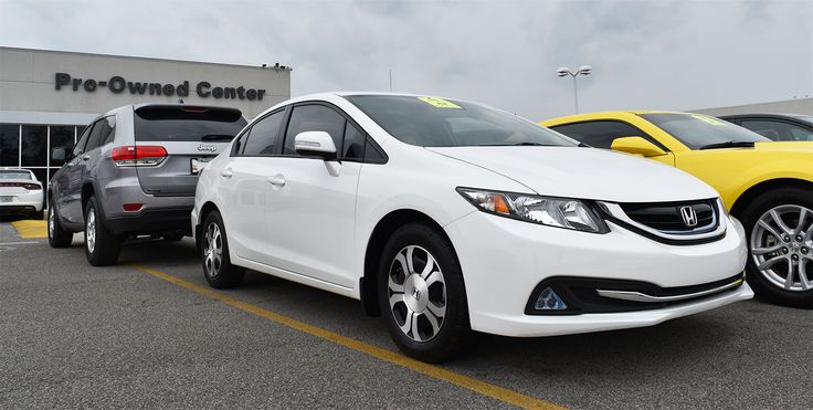 Make this Pre-Owned 2013 Honda Civic Hybrid yours this weekend!