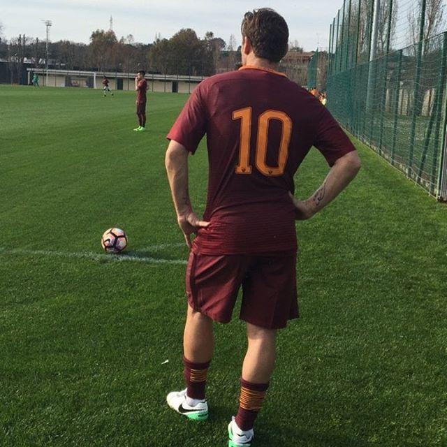 A closer look at the #Legend... *** Follow @officialasroma on Instagram *** #Totti #ASRoma #Roma #kingofrome #dajeroma #forzaroma #photo #picture #bts #10 #Rome #giallorossi #football #calcio #soccer #italia #seriea #serieatim #nofilter