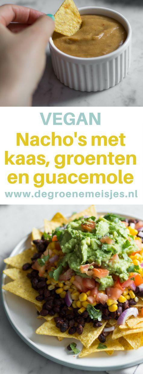 Nachos met vegan kaas, groenten en guacemole. Comfortfood to the max van De Groene Meisjes. Ga naar de blog voor dit mexicaanse succes recept.