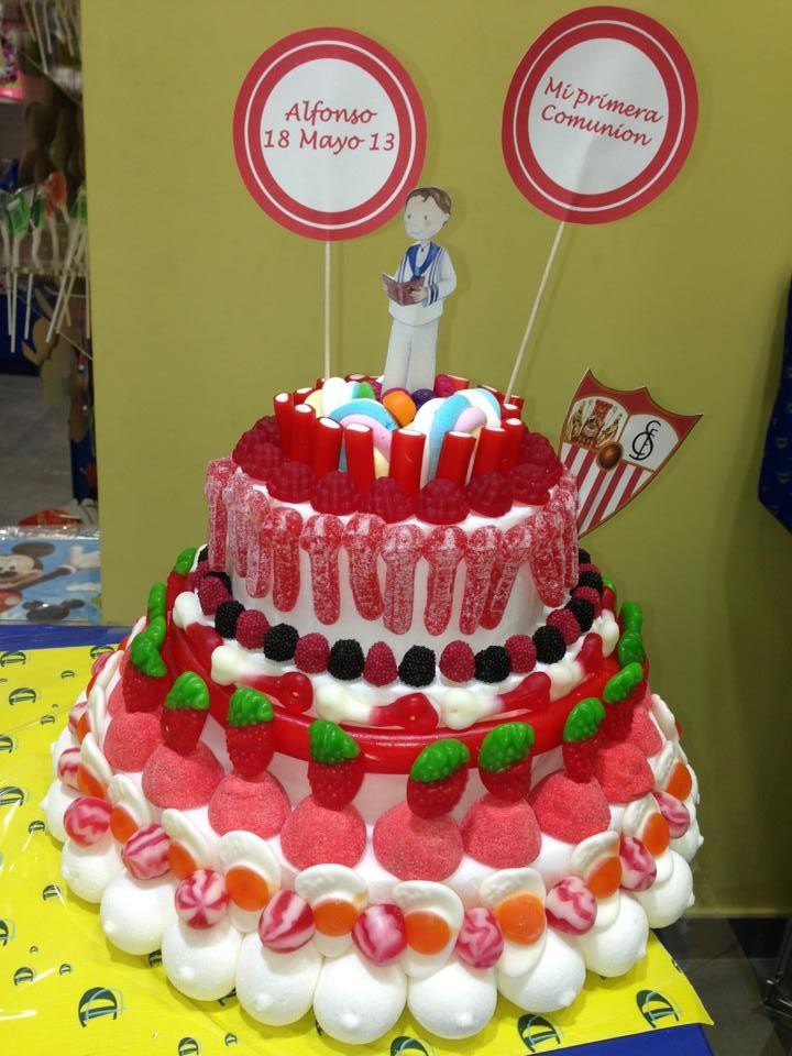 Y otra tarta de comunión de nuestros compañeros de Dulce Diseño Nervión. Estamos convencidos de que estará deliciosa.