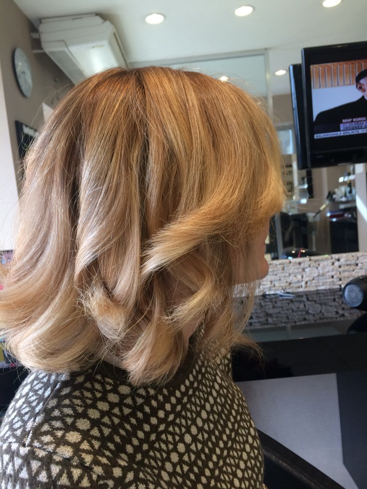 Blond hair Aveda enligther