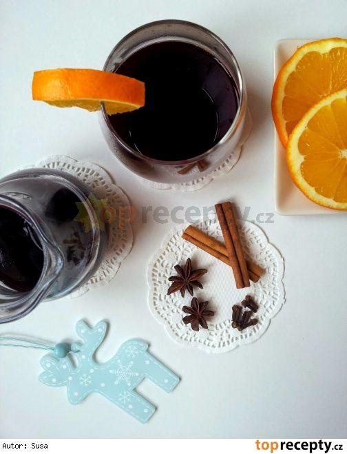 Vánoční rybízovo-pomerančový punč