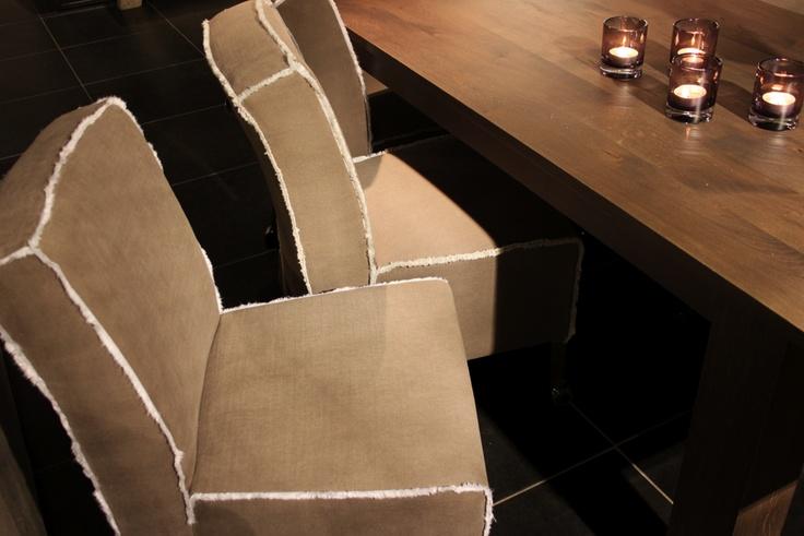 Nieuw van Nix Design: eetkamerstoelen met een afwerking van opgeruwd textielvezel.