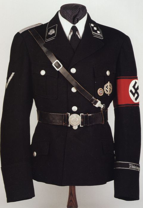 """Karl Diebitsch introduced unusual for a German military uniform collar, opening the chest in the English style (it was characteristic only of the party uniforms NSDAP), the absence of one of the ring and runes. The creation of the SS uniforms professor inspired form Prussian """"Hussar death."""""""