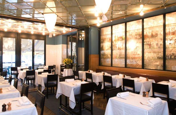 Sture Hof è il posto giusto per chi vuole iniziare una serata nella piazza più alla moda di Stoccolma. Il menù è svedese con tendenze internazionali.