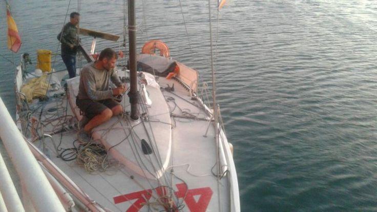 Dorel NACOU din nou în cursă – COMUNICAT Clubul Nautic Român Dorel NACOU s-a relansat în cursa solitară de traversare a Atlanticului. Colegul nostru Dorel Nacou a reușit să remedieze avaria suferită la catarg. După o staționare de mai bine de 4 zile în portul Boujdour, Sahara Occidentală (Maroc), a reușit să reia cursa solitară de traversare a Atlanticului în regata Mini-Transat 2017 La Boulangère. Mulțumim tuturor susținătorilor noștri care au făcut posibil acest miracol: Said Ahmed...