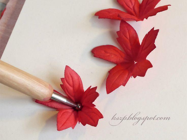 Witajcie :) Dziś chcę przedstawić kurs na bardzo szybkie i efektowne poinsecje jakie możecie wykonać z gotowych wyciętych już kwiatków z Wi...