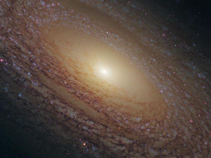 NGC 2841 - Galáxia Espiral