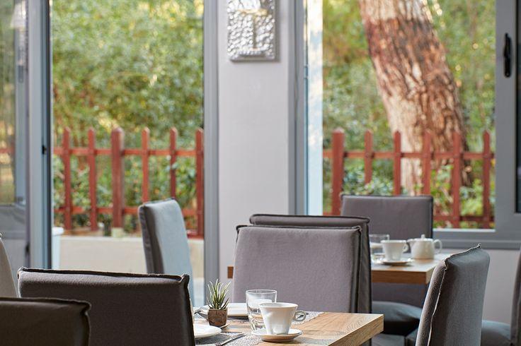 Ώρα για ένα ελαφρύ, καλοκαιρινό γεύμα στο Pine Bistro! Ελάτε να δοκιμάσετε γεύσεις εμπνευσμένες από την ελληνική κουζίνα, μαγειρεμένες με ντόπια υλικά. Κάντε κλικ εδώ  http://goo.gl/gHlpbe για να πάρετε μια πρώτη γεύση!   It's time for a light, summer snack at the Pine Bistro! Come along to enjoy the best of local products w