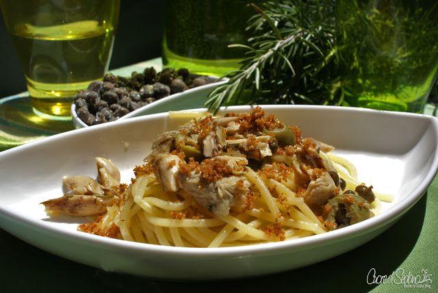 Spaghetti allo sgombro, capperi e rosmarino con pane tostato | Chef ASDOMAR
