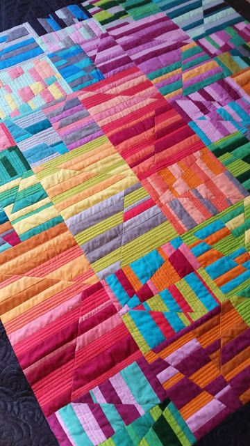 Jess from The Elven Garden and her talented friends at the Tasmanian Modern Quilt Guild made this fantastic raffle quilt using #RobertKaufmanFabrics, #Aurifil thread and a pattern by Carolyn Freidlander - xxx