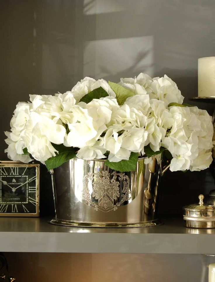 Hydrangea set in a Champagne Cooler | RTfact | Artificial Silk Flowers