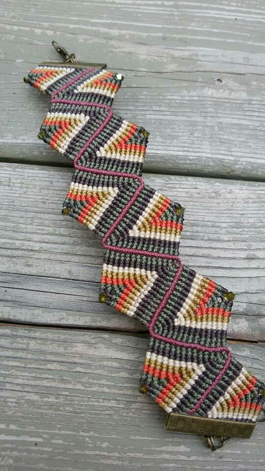 Nice pattern for a micro macrame bracelet.
