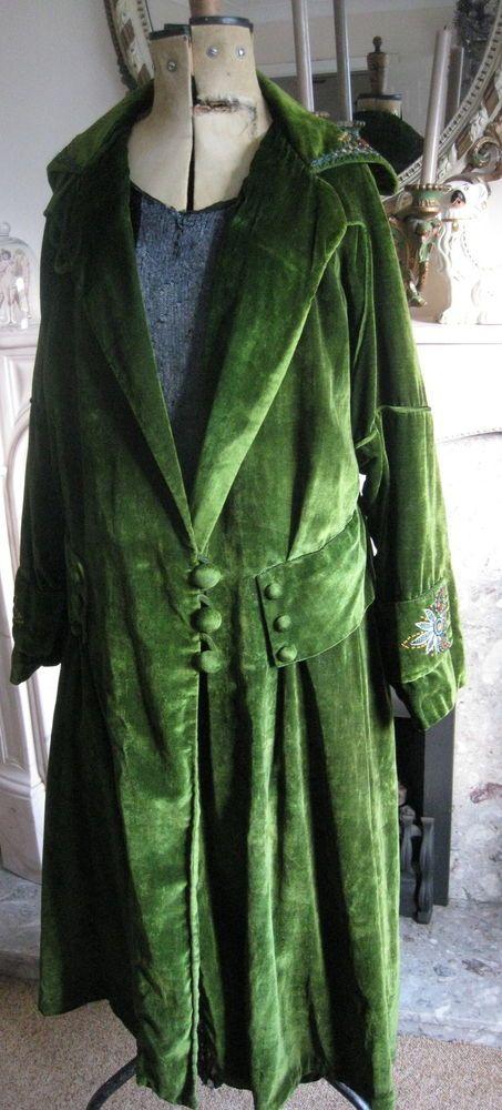 Fabulous Embroidered Flapper Antique Vintage Green Velvet Opera Coat 1920
