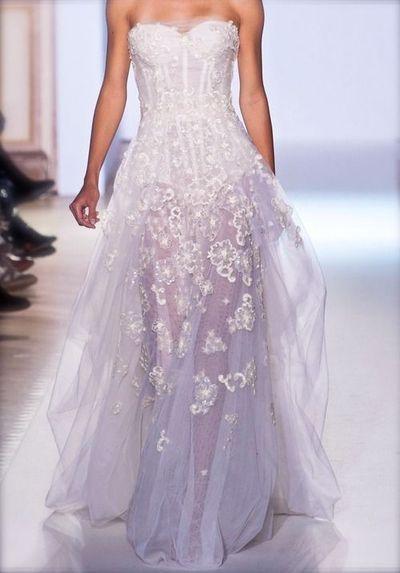 オーガンジーのふんわり素材に透けるお花が美しいドレス♡刺繍がおしゃれなカラードレスまとめ一覧