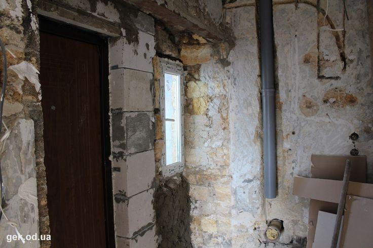 Сдается помещение в долгосрочную аренду. Тихий двор центра города. Свой вход на 2 этаж. Возможен ремонт в счет аренды.