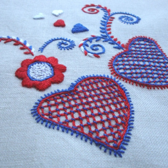 Portuguese Embroidery from Viana do Castelo corações / hearts Viana Embroidery