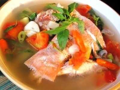 Sup Ikan Kakap - Yuk kita belajar cara membuat video resep sup ikan kakap merah atau putih kuah bening asam pedas sayur asin kuning asli manado untuk balita disini.