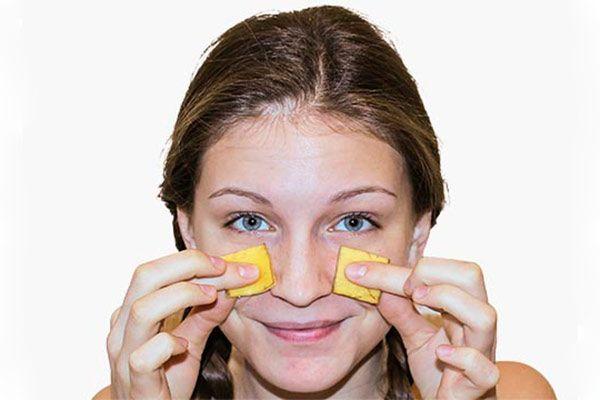 Банановая кожура для лица: полезные свойства и как применять