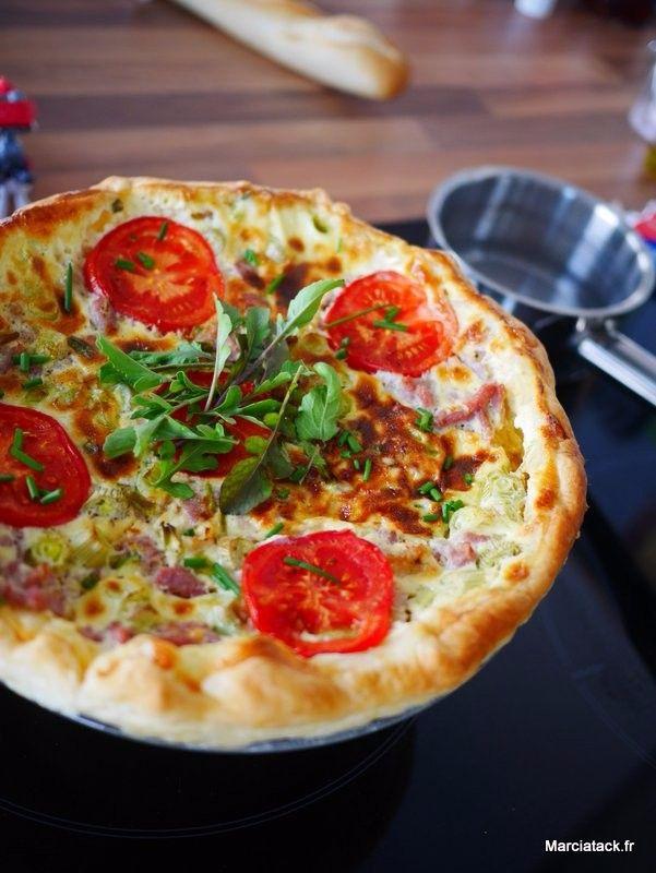 Tarte au poulet, tomate et roquette