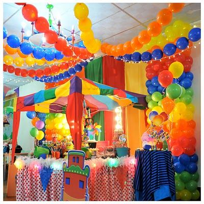 Circus baby shower decorations love this idea for a boy for Baby shower canopy decoration