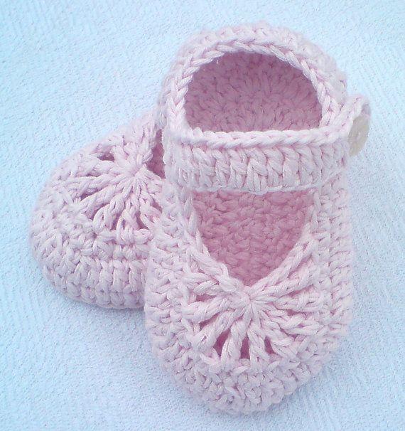 Crochet baby shoes pattern