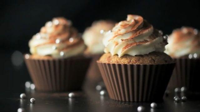 Carte Noire Recette filmée #2 Cupcakes by ))) datafone. Recette filmée : Cupcakes jamais vus au Tiramisu ! Selon Carte Noire.