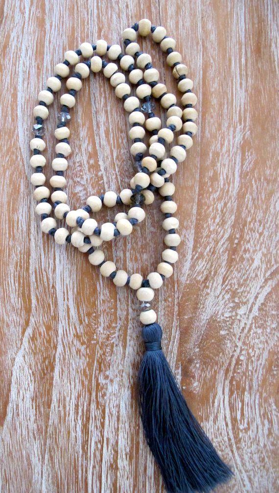 Blanc pompon en bois collier Long en bois perlé pompon