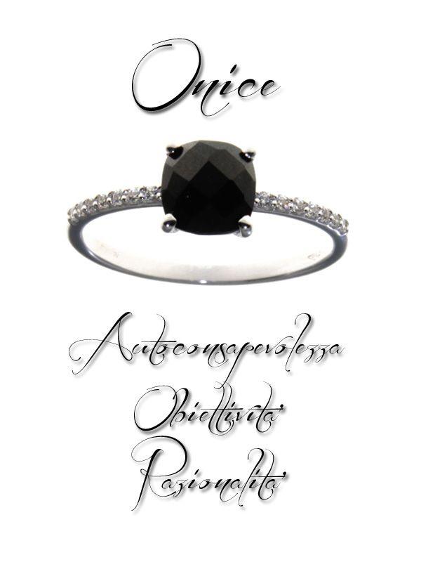 #anello in oro bianco con #onice nera. un'idea per #natale. Ideas for #Christmas  http://www.gioielloitaliano.net/anelli/oro/bianco/anello-in-oro-bianco-18-kt-con-onice.html