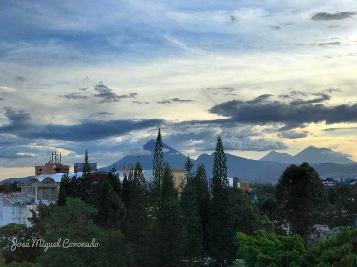 Atardecer en Guate. Adios lluvias por hoy. #PostalesGT #Retoinstagrampl #QuePeladoGuate #Prensa_libre #Guatemala #mundochapin #milugarfavoritopl #picoftheday #perhapsyouneedalittleguatemala #guatevision_tv #gtmagica #visitGuatemala #QuebonitaGuate #Atardecer #sunset #日没 #закатсолнца #Sonnenuntergang #일몰#日落 #Paisaje #landscape #풍경 #景色 #Landschaft #декорации