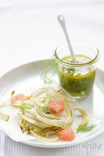 Un dejeuner de soleil: Fenouil rôti, salmoriglio au pamplemousse et le su...