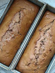Deze koek is bij mij nog nooit mislukt. Het is een makkelijk recept en snel gemaakt. Ik bak er altijd 2 tegelijk, want als ik ze beide ni...