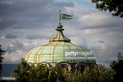 Foto stock : Ornate dome over tree tops