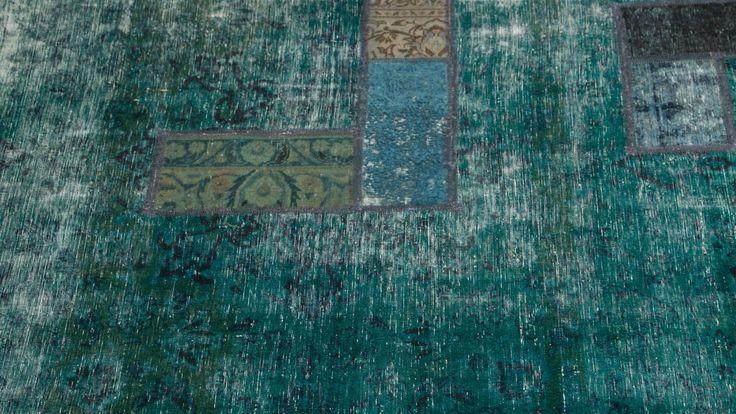 Grön vintagematta med patchmix. Vintage, matta, patch, möbler, inredning. http://sweef.se/mattor/429-matta-vintage-patchwork-gron-185x3.html#   Carpet